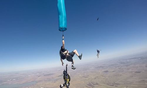 SA Skydiving | Adelaide | Articles | Young Gun Lozza hits 300