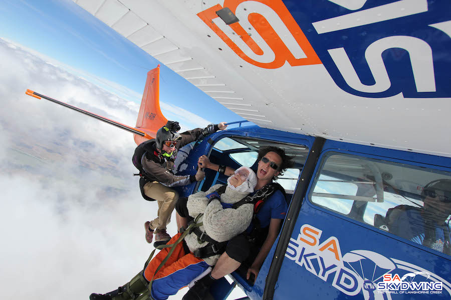 Irene O'Shea completes World Record Skydive